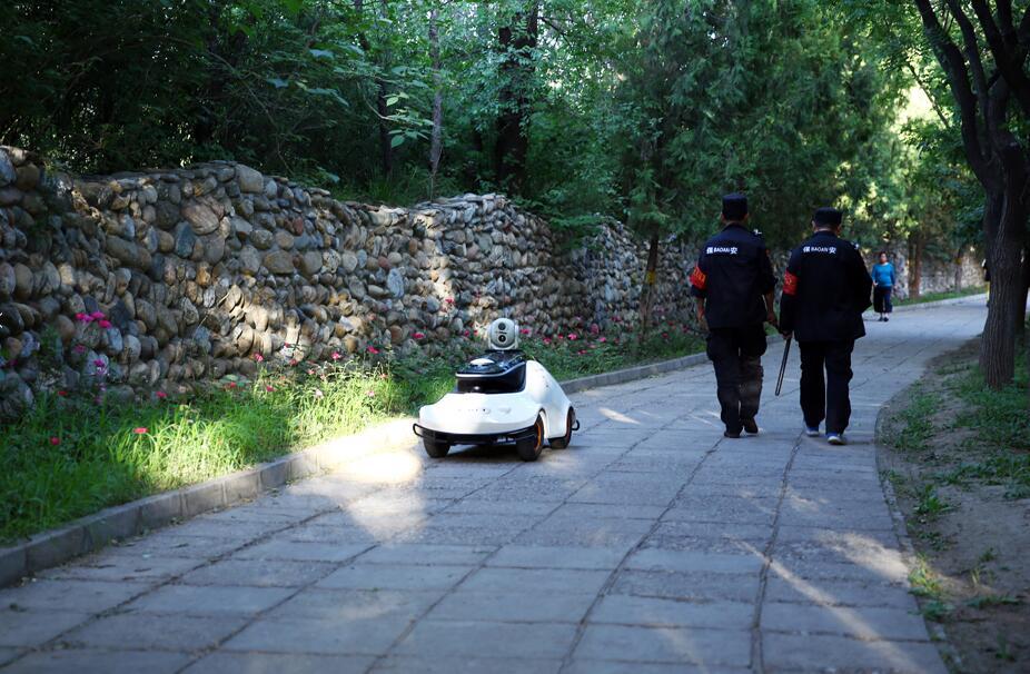 航天三院巡逻机器人入驻云岗森林公园(图)