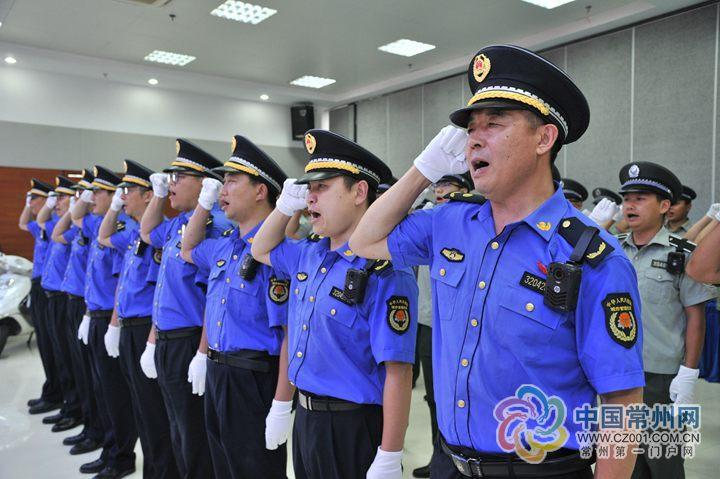 江苏常州:青龙城管中队全员配备执法仪 今后将在全市推广(图)