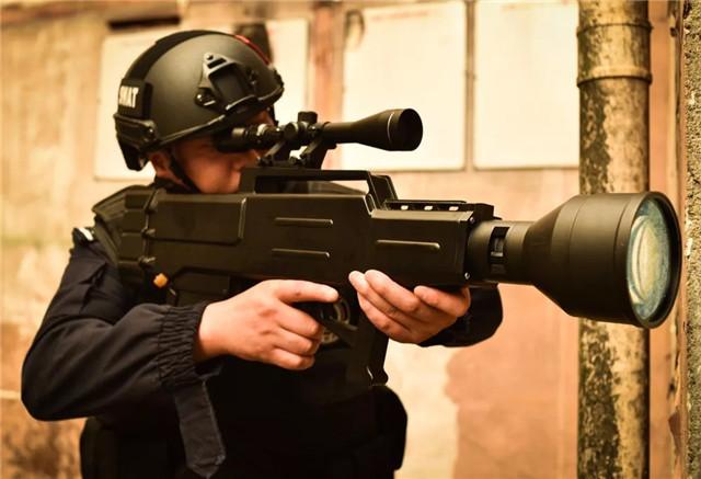 头条丨不可见 无气味 国际首创新型反恐武器——高能激光枪(附视频)
