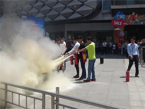福建福清消防大队深入大型商场开展消防疏散演练及反恐防暴演练(图)