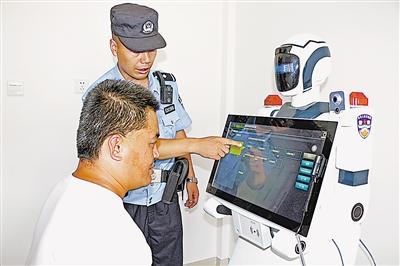 宁夏首个智能机器人警察上岗 可识别22种语言(图)