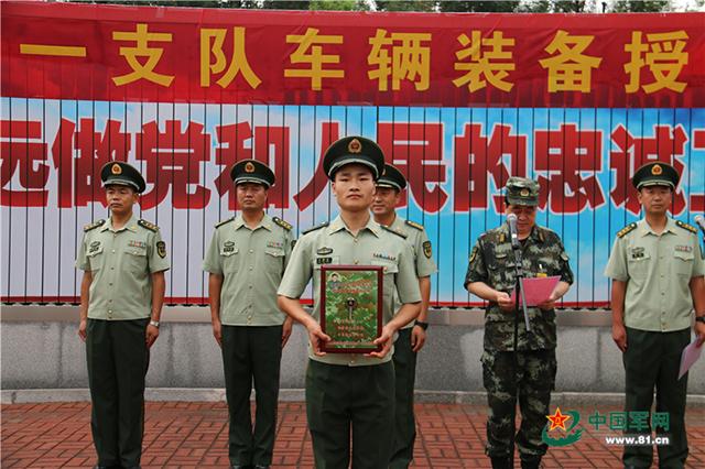 武警天津市总队执勤第一支队隆重举行授装仪式(组图)