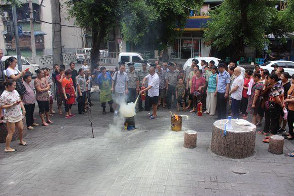 重庆江北观音桥街道开展消防演练 深入社区杜绝隐患(组图)
