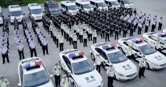 重庆渝中警方剑指治安乱点 民警出征堪比大片(组图)