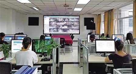 重庆南川城管机器人上岗 全天候监测城市12类问题(图)