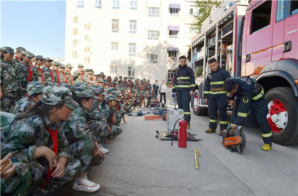 新疆昌吉:消防宣传进军训(图)