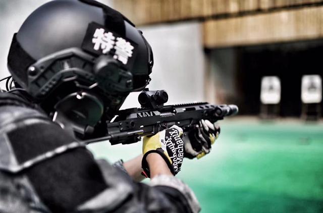 """战术附件与轻武器完美结合——捍卫者""""战术导轨系统""""提升作战效能(附视频)"""
