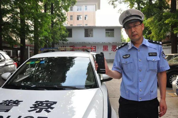 """山东济宁:新型酒精检测仪""""上岗"""" 检测信息实时上传(组图)"""
