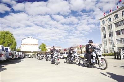 西藏拉萨城关区公安局举行警用摩托车捐赠配发仪式(图)