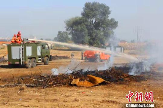 千余森林消防专业队员在山西潞城上演精彩实战演练(组图)