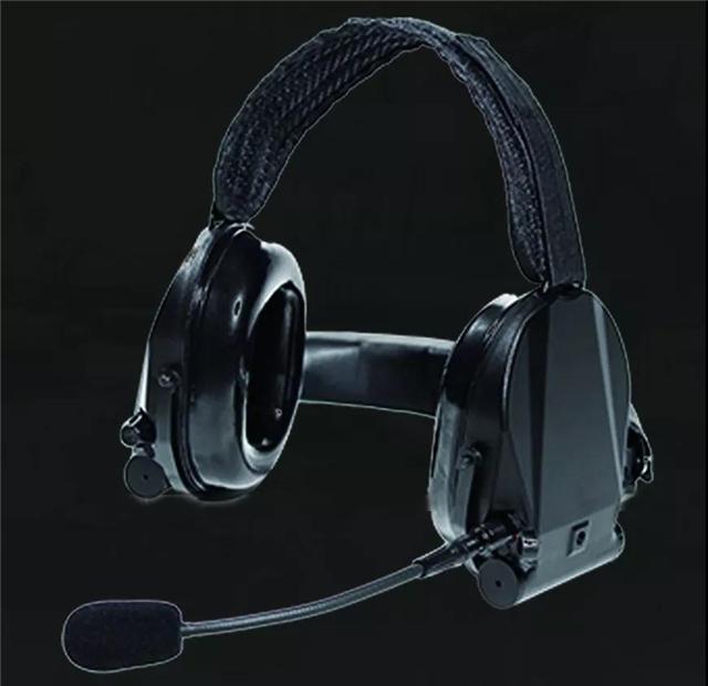 军用降噪拾音耳机的秘密——枪炮噪音统统听不见 脚步声清晰可辨(组图)