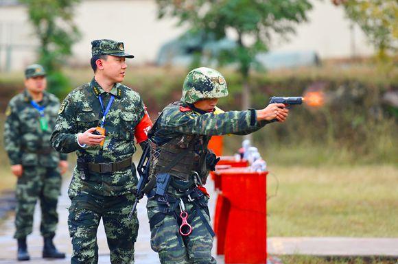 谁与争锋 直击武警重庆总队特战大比武(组图)