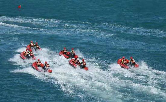 海南消防举行近海水域救援综合演练(图)
