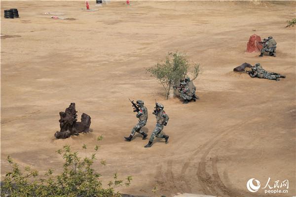 中巴两国陆军在巴境内开展联合反恐作战演练(组图)