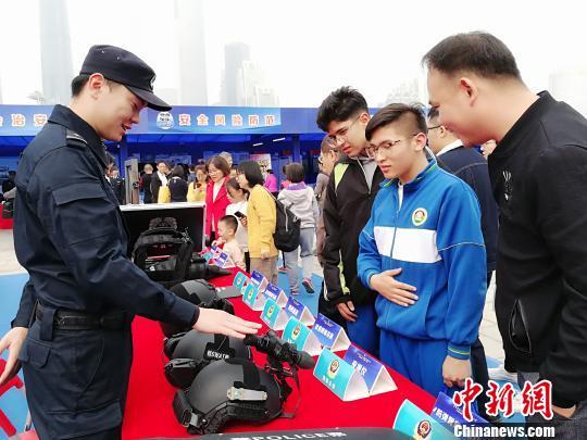 """广东广州展出大批""""高精尖""""警务武器装备(组图)"""