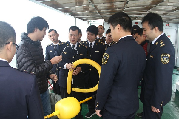 广东深圳大亚湾海事局组织开展水上遥控救生器等新型应急搜救设备使用培训(图)