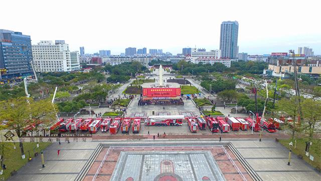 广西贵港市举行超亿元21辆消防车交接仪式(组图)