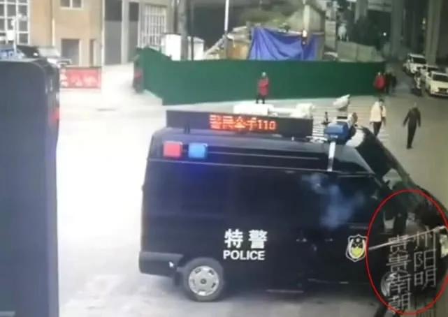 中国警方装备高速催泪枪:不服就糊你一脸(组图)