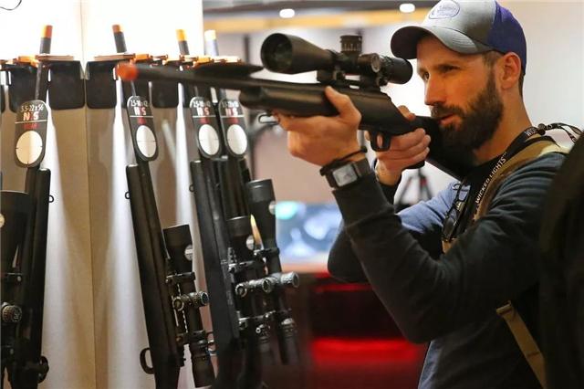 啥是佩奇?看完美国SHOT Show,配齐你的战术装备(组图)
