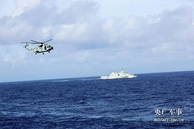 中国海军远海训练编队:舰机协同开展临检拿捕演练(组图)