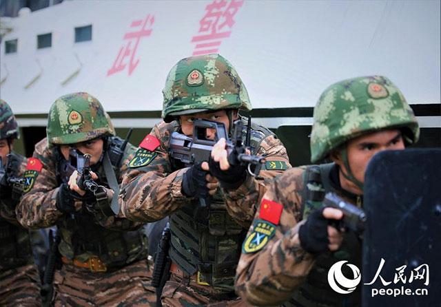 提升处突能力 特战队员实战化反劫持演练悄然打响(组图)