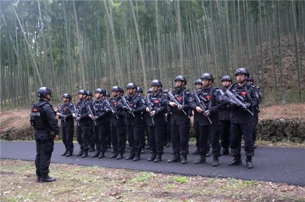 春雷行动丨浙江杭州特警利箭突击队开展实战拉练(组图)
