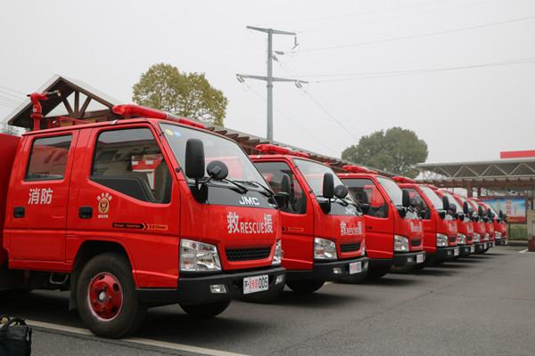 江西萍乡芦溪县政府举行专职消防队成立暨车辆发放仪式(组图)