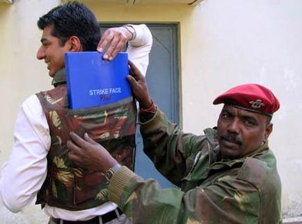 """印度造18万套""""国产""""防弹衣 一半原料都从中国进口(组图)"""