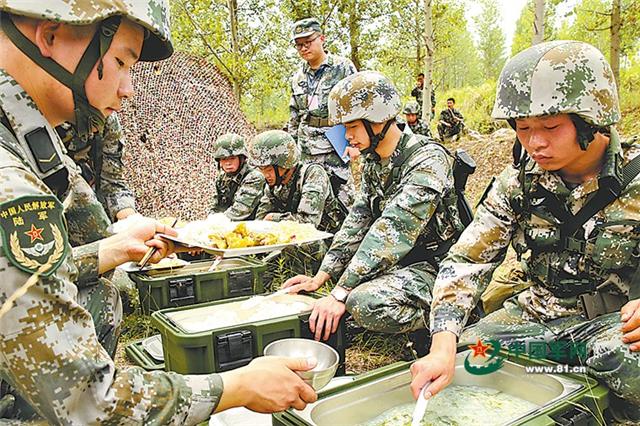 """野战""""秘密武器"""":单兵作战饮食保障装备(组图)"""