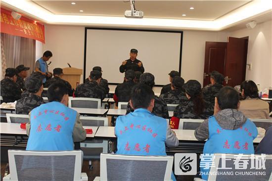 云南昆明官渡退役军人社会治理巡查队进行应急技能演练(组图)