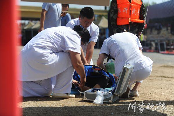 山东临沂举行防汛抢险应急救援演练 直升机、无人机出动(组图)