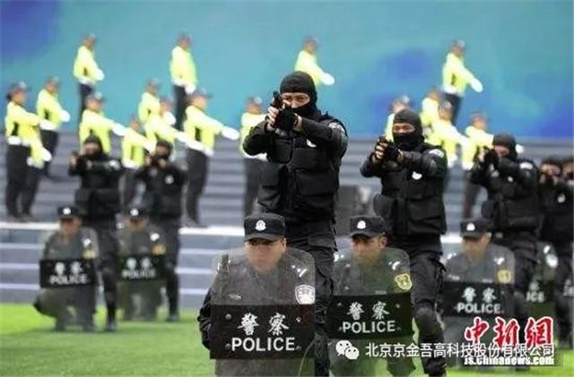 京金吾排爆机器人参与警务实战演练(组图)