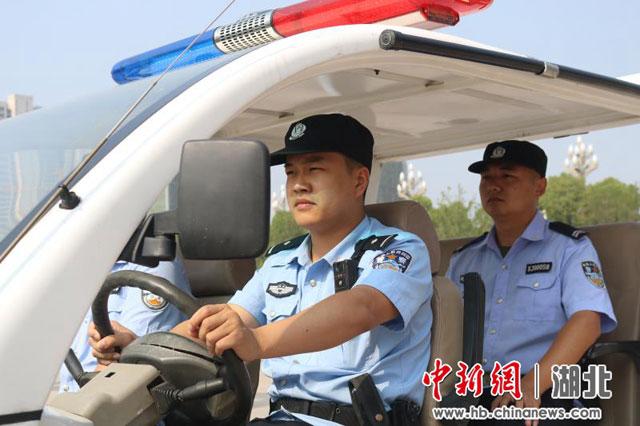 湖北荆州铁警强化武装巡逻(组图)