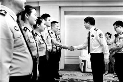 8名中国民警赴克罗地亚开展警务联合巡逻(图)