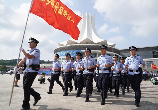 堪比大片!广西南宁警方举行应急处突拉动演练(组图)