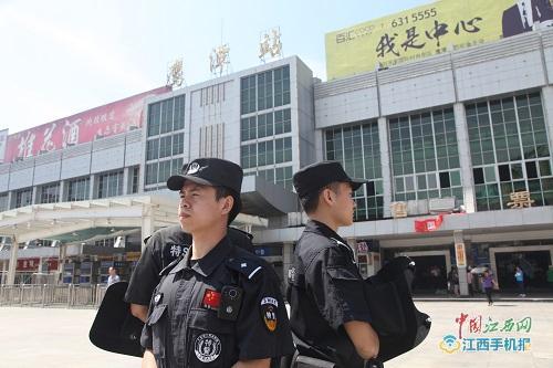 江西鹰潭铁警对管辖内车站开展武装巡逻行动(组图)