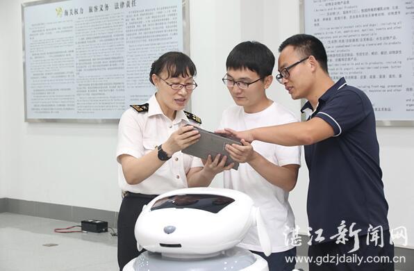 广东湛江空港口岸旅检现场:华南片区海关首只