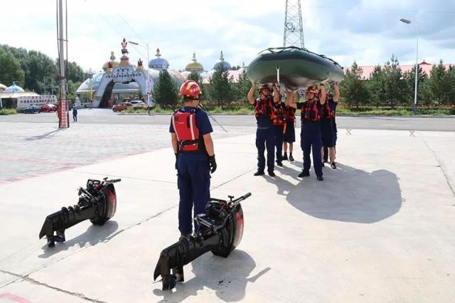 内蒙古乌市消防大队水域救援器材装备配备到位(组图)