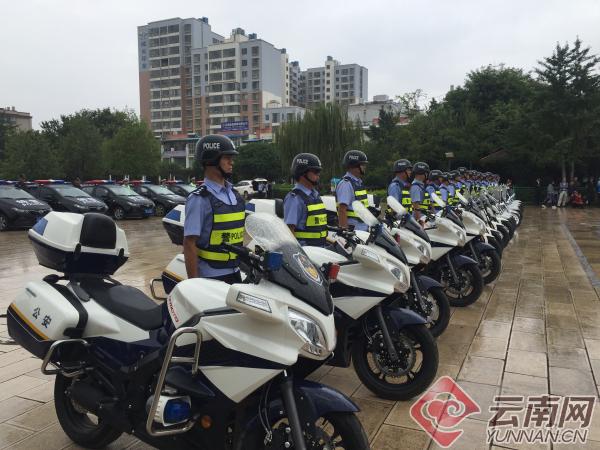 云南昆明嵩明警方举行巡特一体化警用车辆列装仪式(组图)