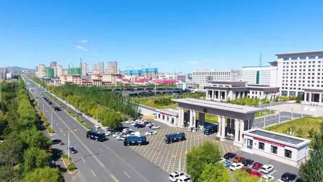 聚焦|内蒙古乌兰察布市公安机关新中国成立70周年应急拉动演练暨警用车辆配发仪式隆重举行(组图)