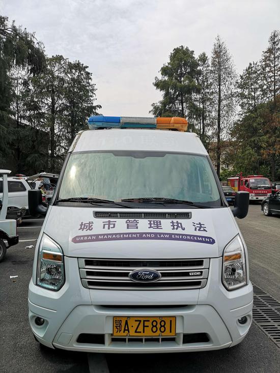 """湖北武汉东西湖区119台城管执法执勤车辆集体""""换新装""""(组图)"""