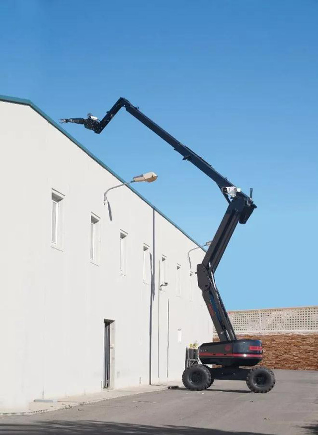 臂长18米!中国引进西班牙超级臂反恐防爆机器人(附视频)