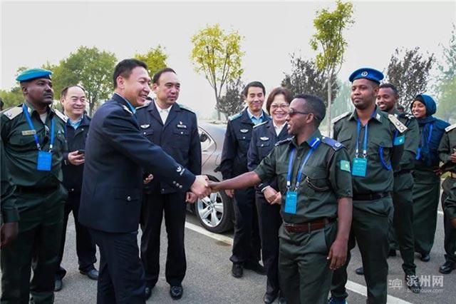 索马里警察研修班来山东滨州杜店派出所开展警务交流(组图)