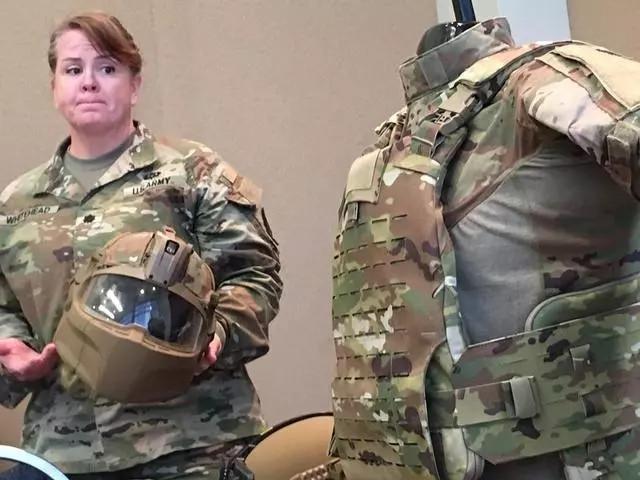 美国陆军接收新一代全罩型头盔 刚装备就救士兵一命(组图)