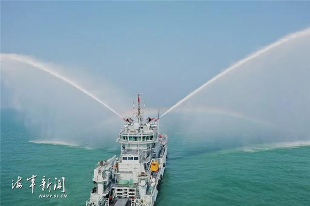 海军某防救支队开展海上救援专项训练(组图)