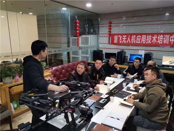 四川省洪雅县公安局创新无人机警务实战技术补短板(组图)