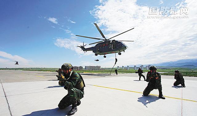 武警某部直升机支队着力提升联合反恐作战能力(图)