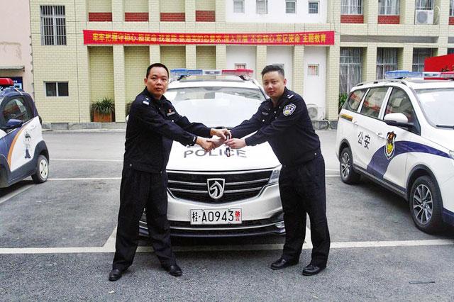 广西南宁隆安县公安局 采购崭新警车配发基层一线(图)