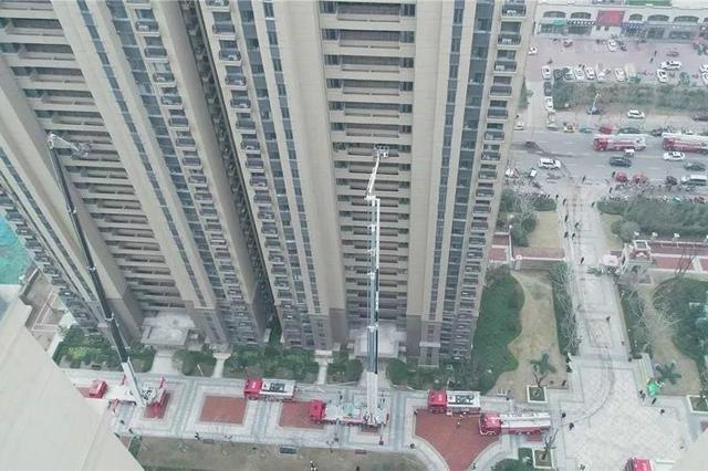 70米,再次刷新河南许昌灭火救援新高度(组图)