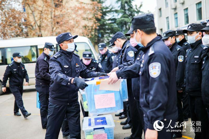 安徽合肥警方:高等级防护口罩全部增配一线(组图)